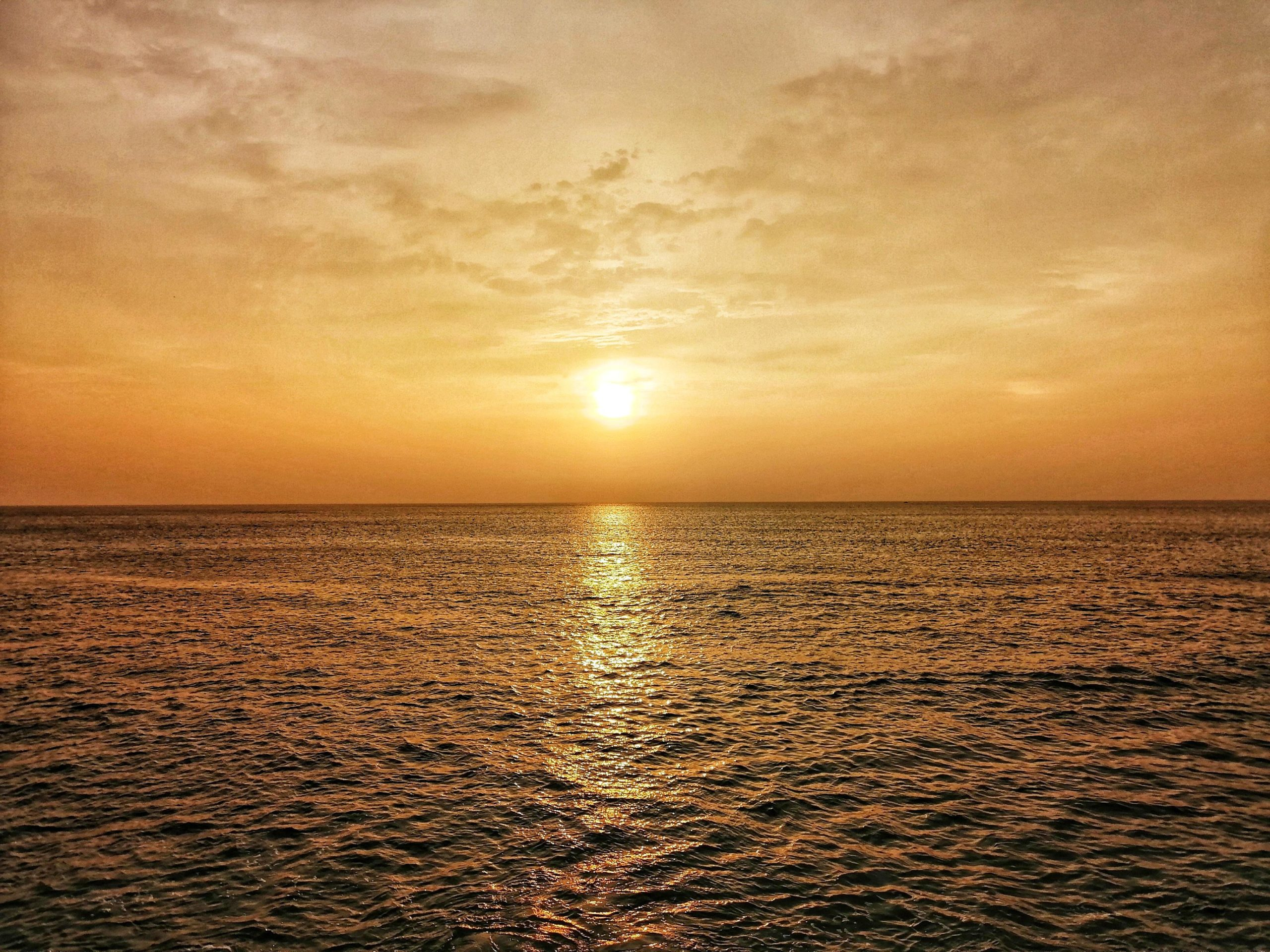 Does anyone like minimalist pics? (sri lanka - sunset) OC
